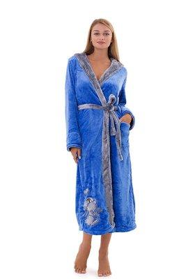 блакитний жіночий халат з капюшоном
