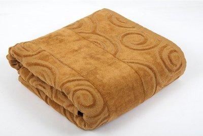Коричневое банное полотенце